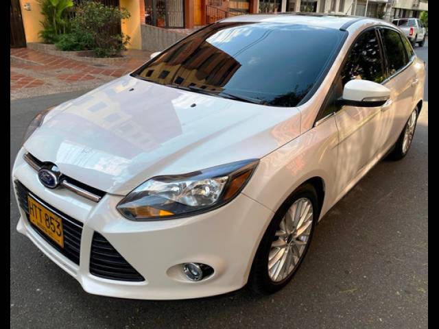 Ford Focus FORD FOCUS TITANIUM TP 2000CC 4P 2014 blanco perlado Medellín
